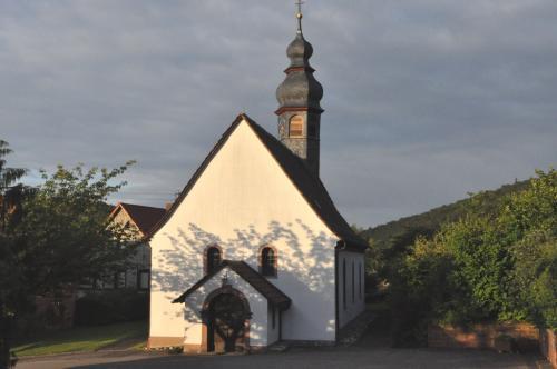 Kirche Mariä Geburt außen
