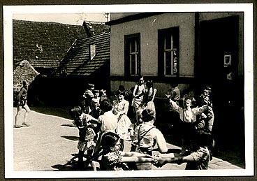 Ende 50er Jahre, Schulhof
